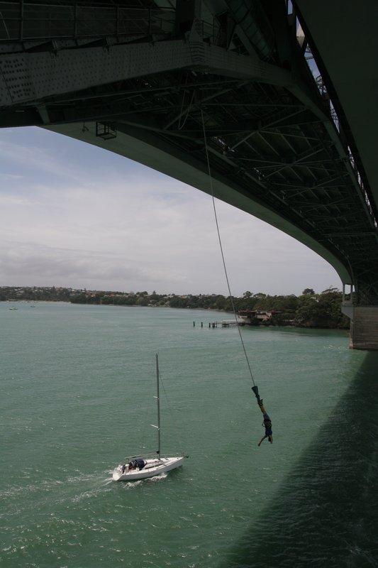 Harbour tiltas, Oklendas